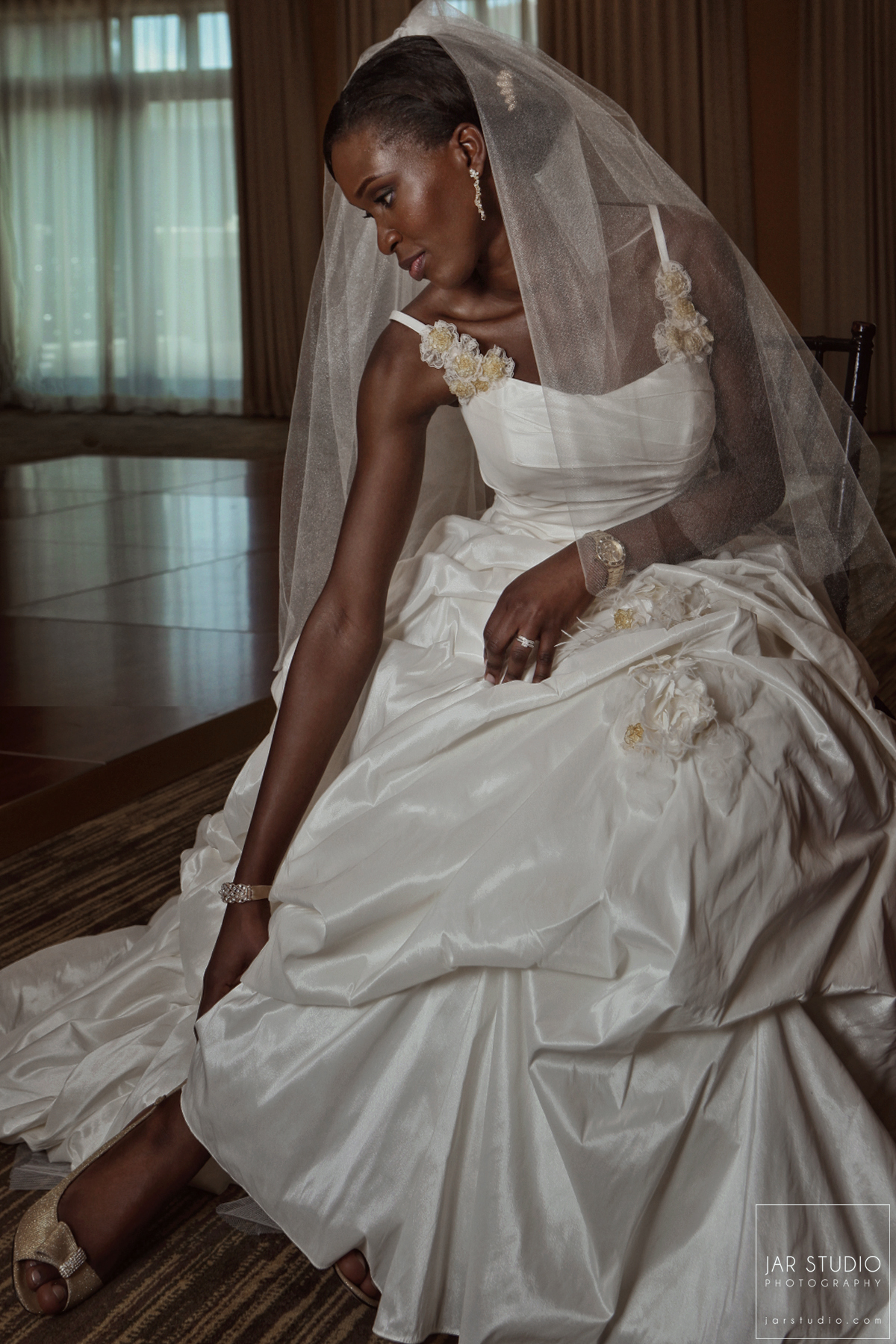 04-gorgeous-bride-portrait-jarstudio-wedding-photography-central-fl.JPG