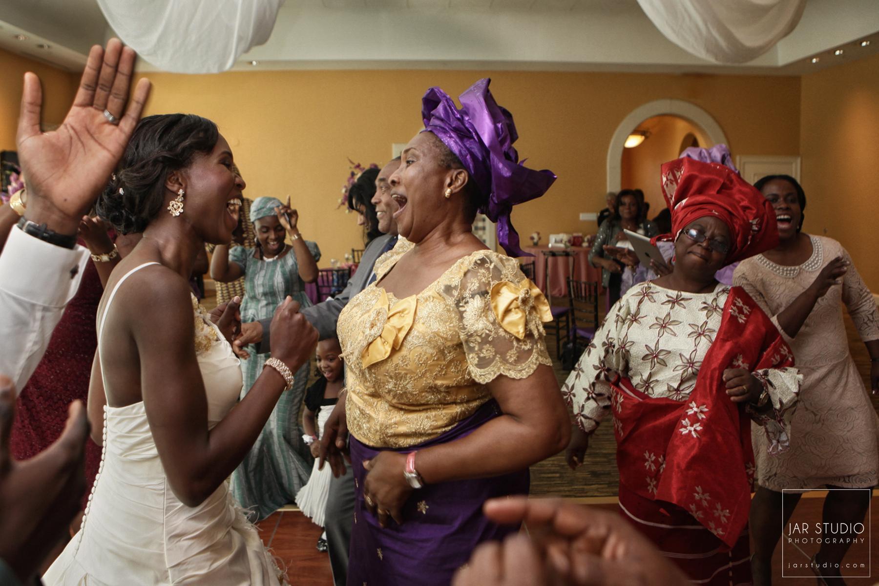 37-wedding-reception-fun-nigerian-style-orlando-fl-photographer.JPG
