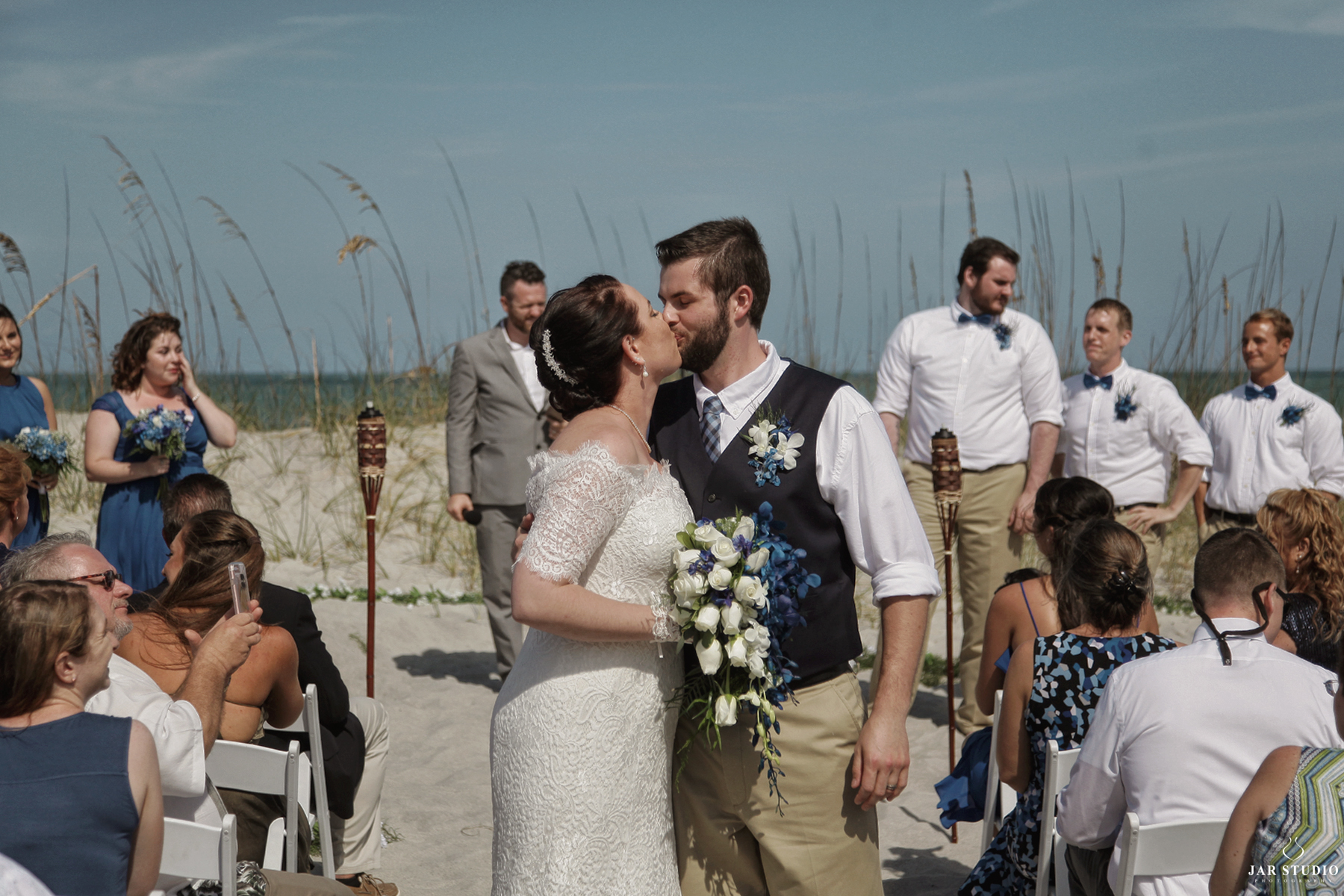 24-hitched-first-kiss-moment-florida-beach-jarstudio.JPG