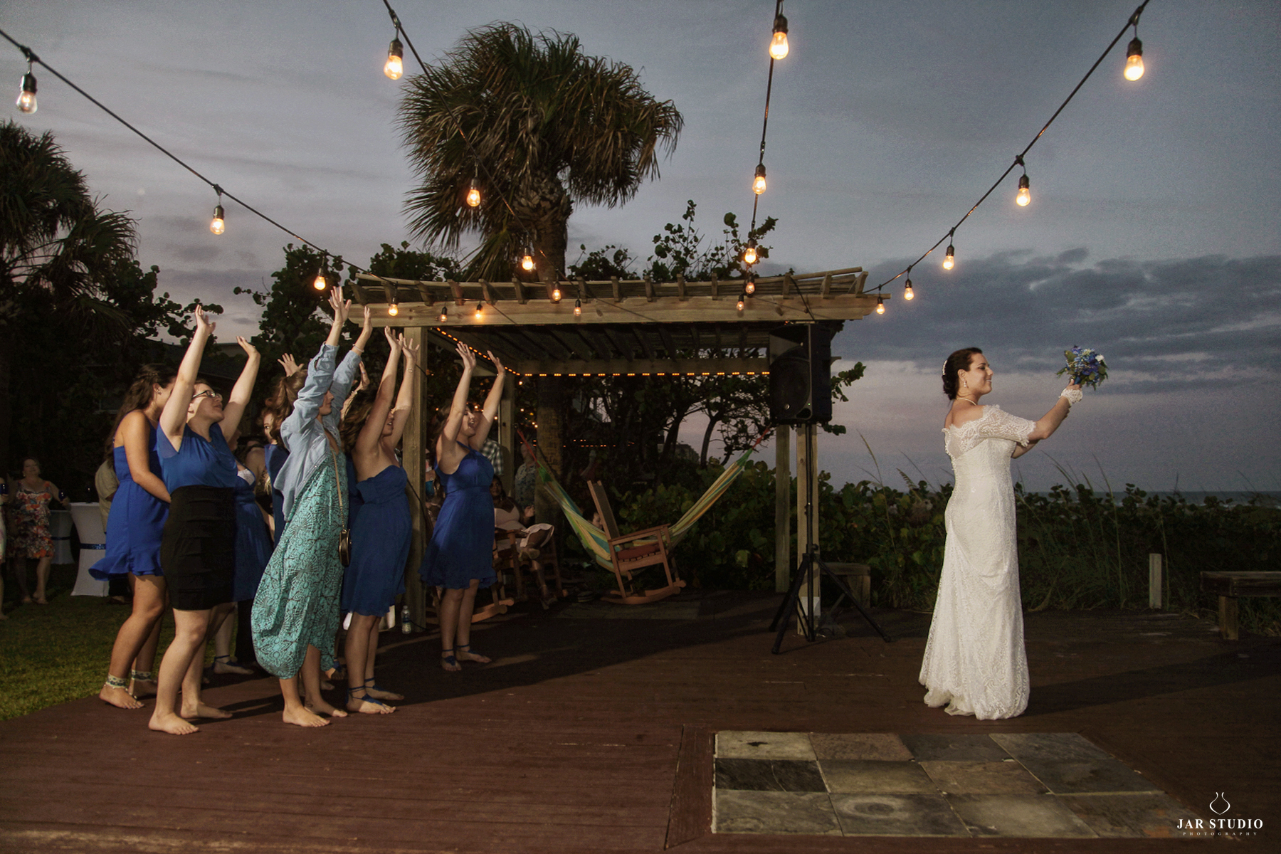 36-bouquet-toss-outdoor-beach-reception-jarstudio-photographer-orlando.JPG
