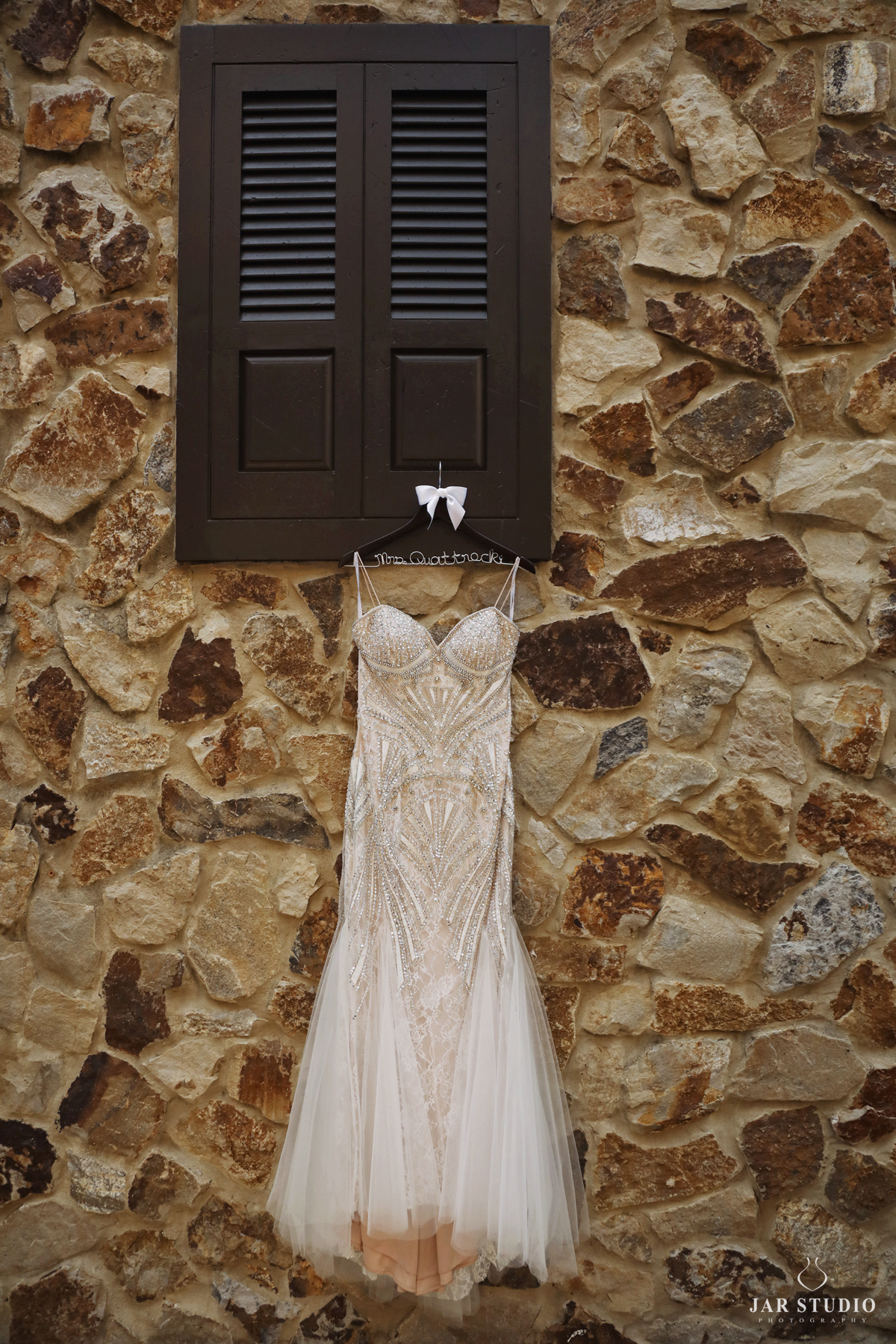 01-glamour-wedding-dress-jarstudio.jpg