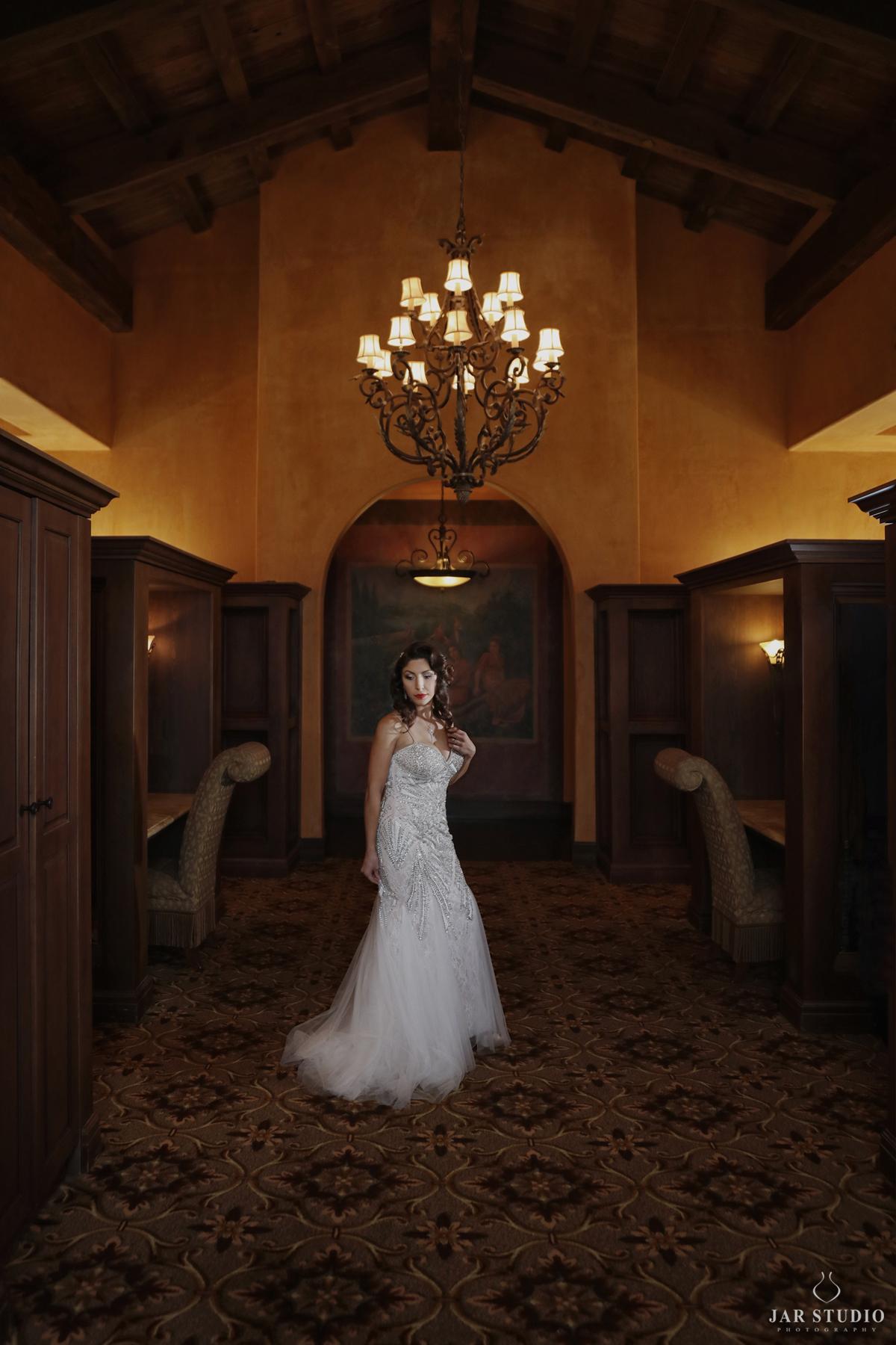 04-elegant-unique-getting-ready-bride-jarstudio.jpg
