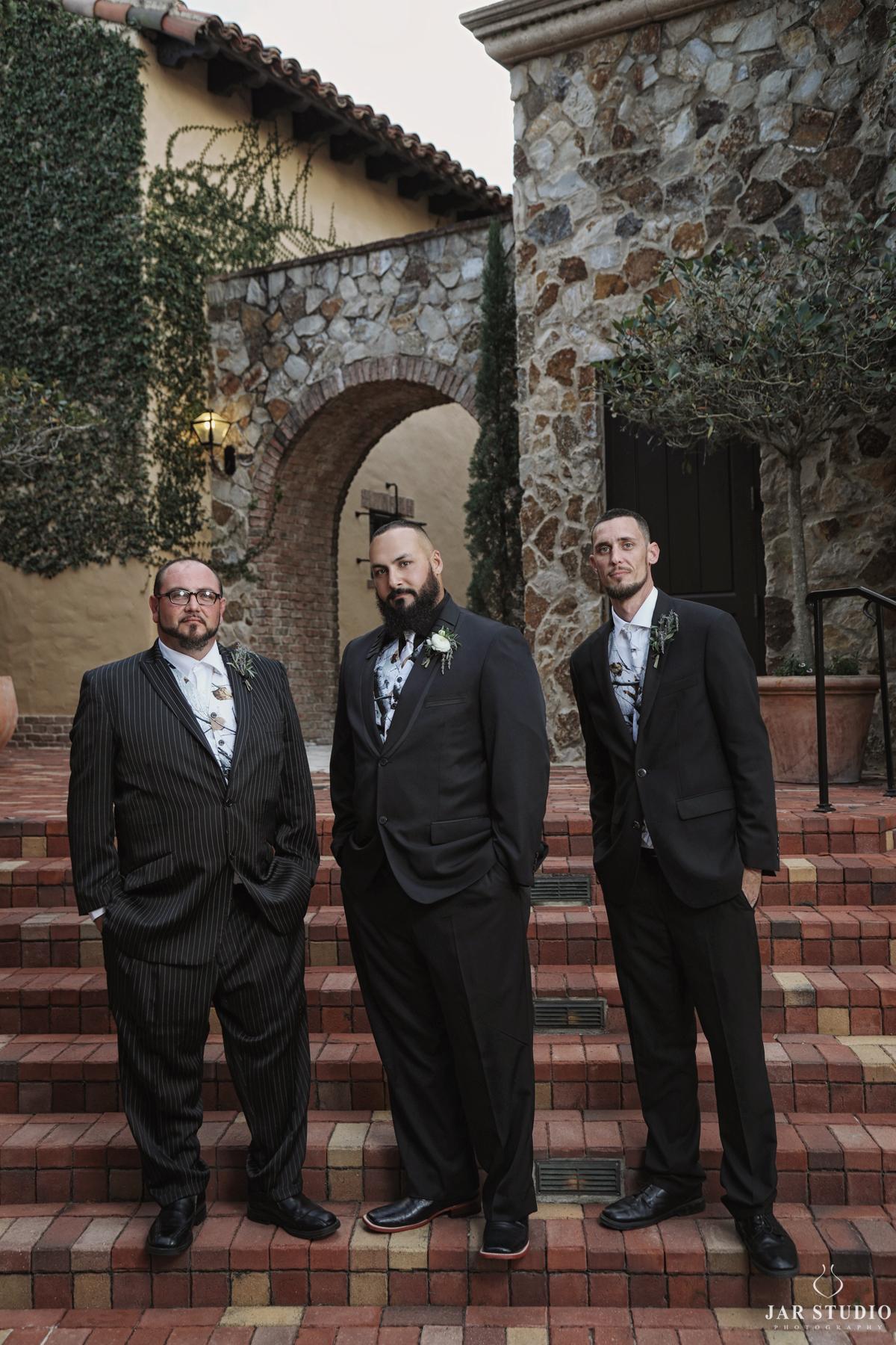 06-cool-italian-groom-groomsmen-jarstudio.jpg