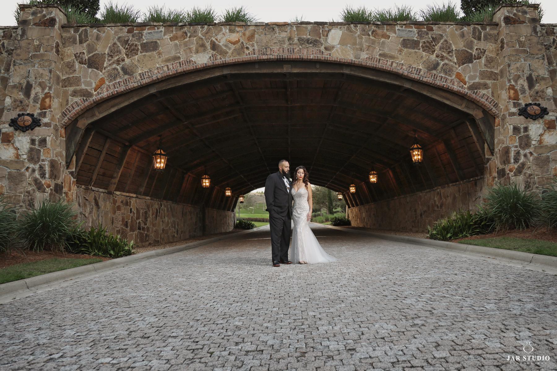 20-bella-collina-bridge-real-day-wedding-jarstudio.jpg