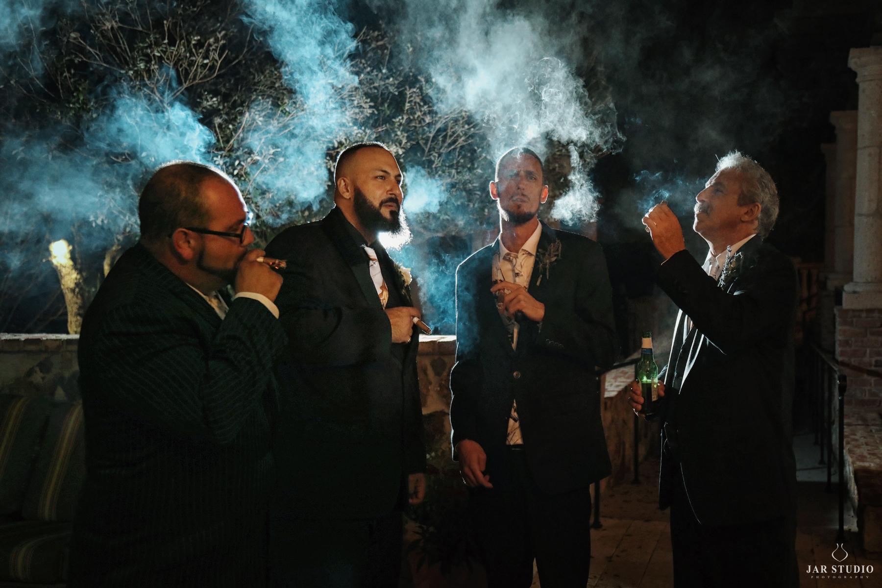 37-groom-groomsmen-cool-tradition-smoking-cigars-jarstudio.jpg