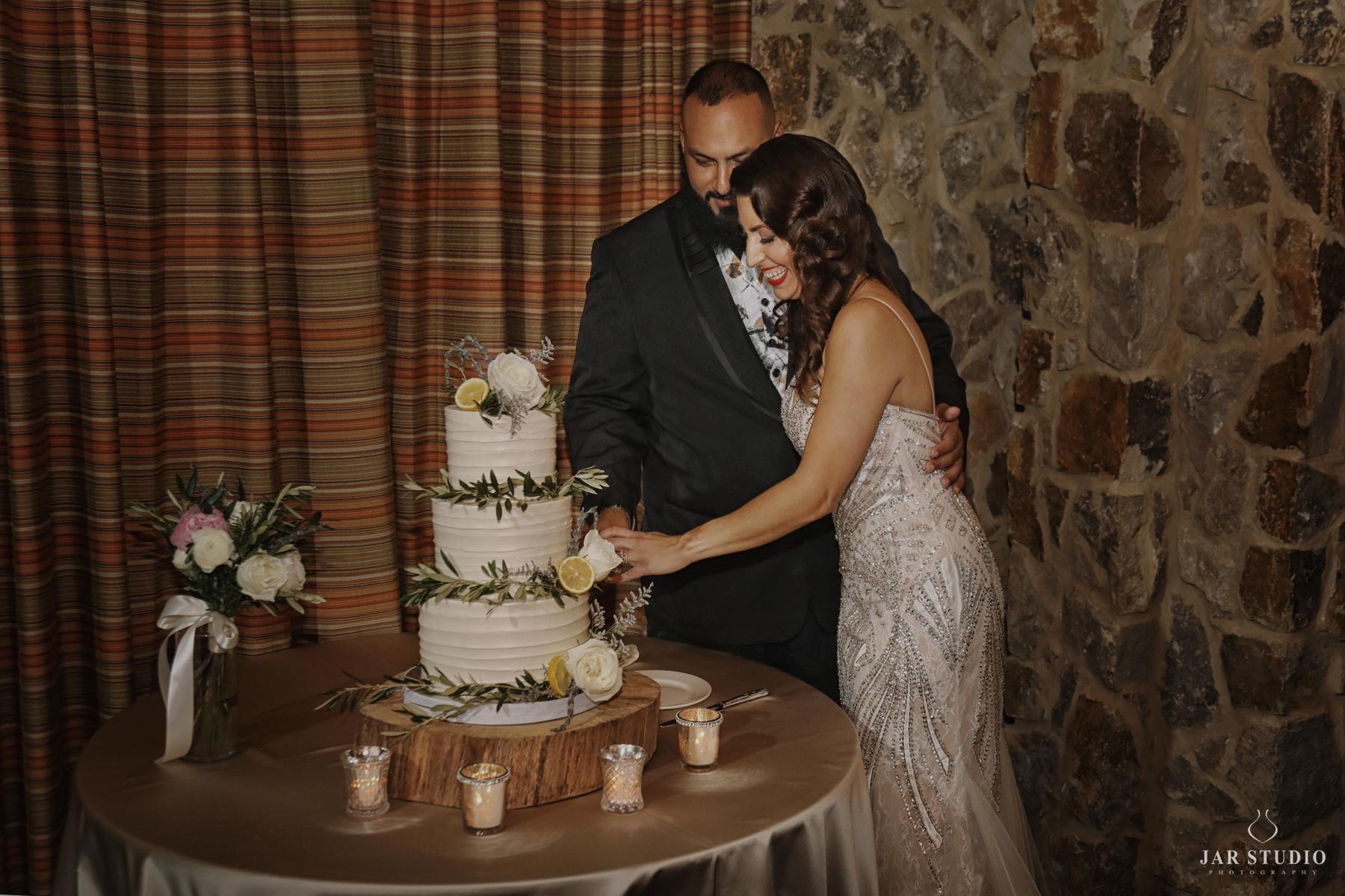 40-cutting-the-cake-fun-moment-rustic-wedding-jarstudio.jpg