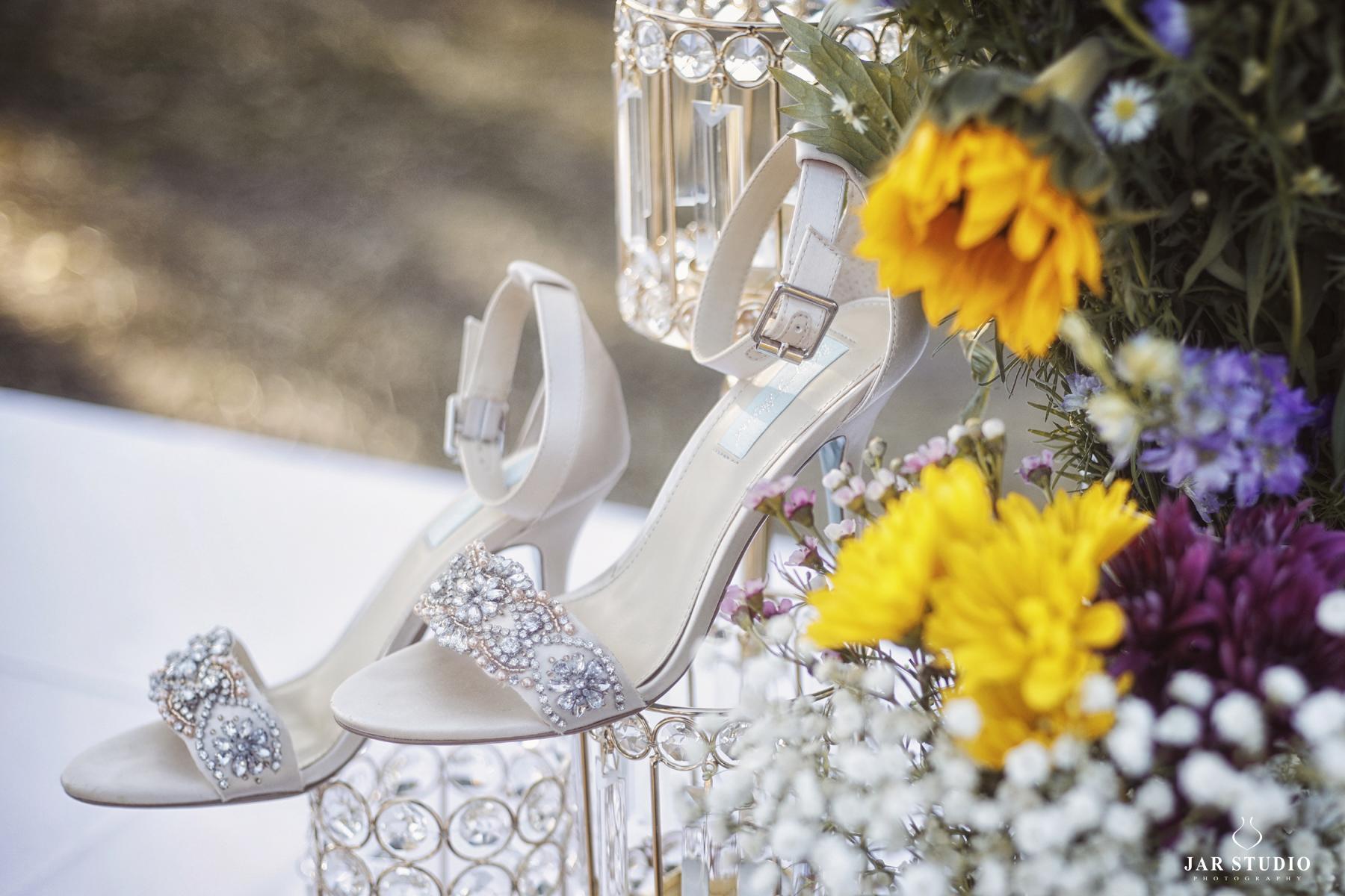 02-bright-decoration-colorful-wedding-day-jarstudio.JPG