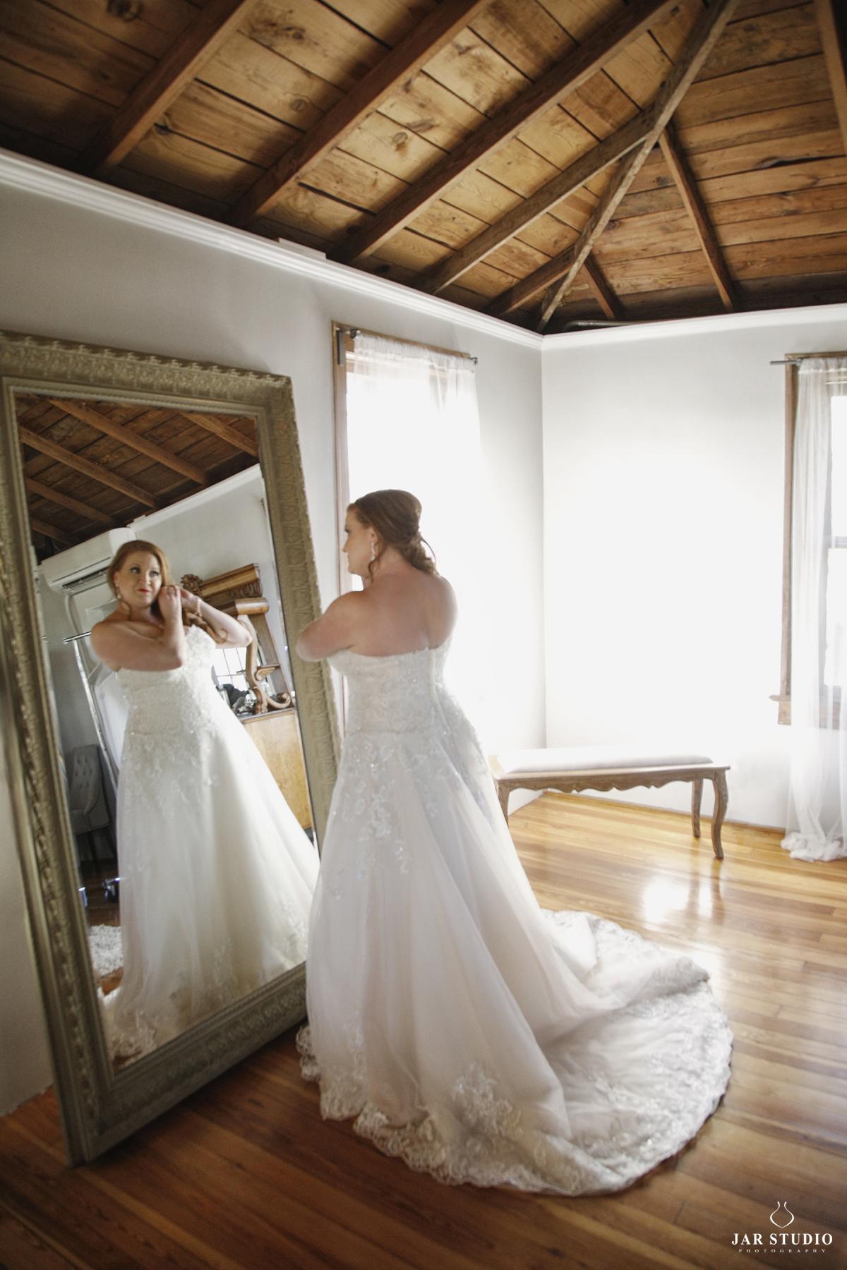 11-bride-strapless-dress-elegant-photographer-jarstudio.JPG