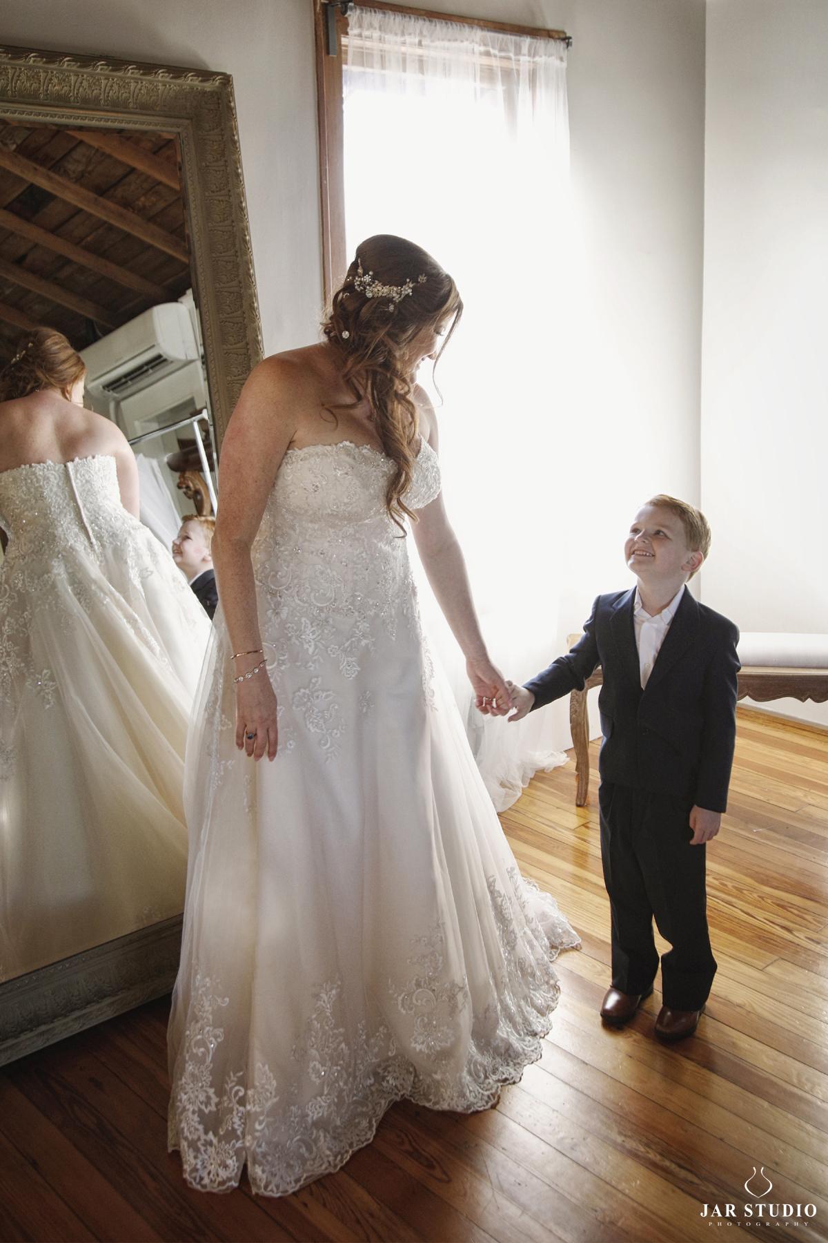 13-mother-son-cute-moment-wedding-day-jarstudio.JPG
