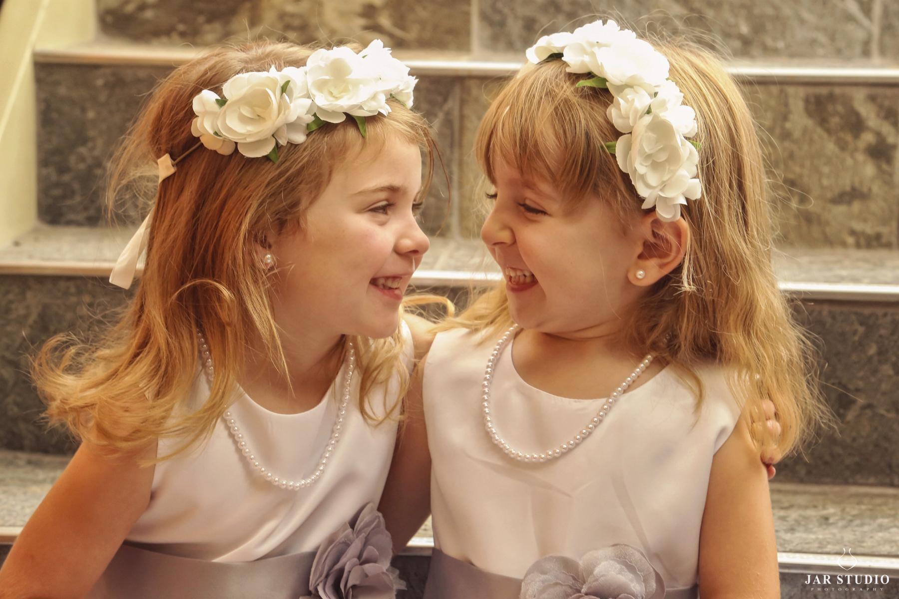 06-flower-girls-fun-cute-photography-jarstudio.jpg
