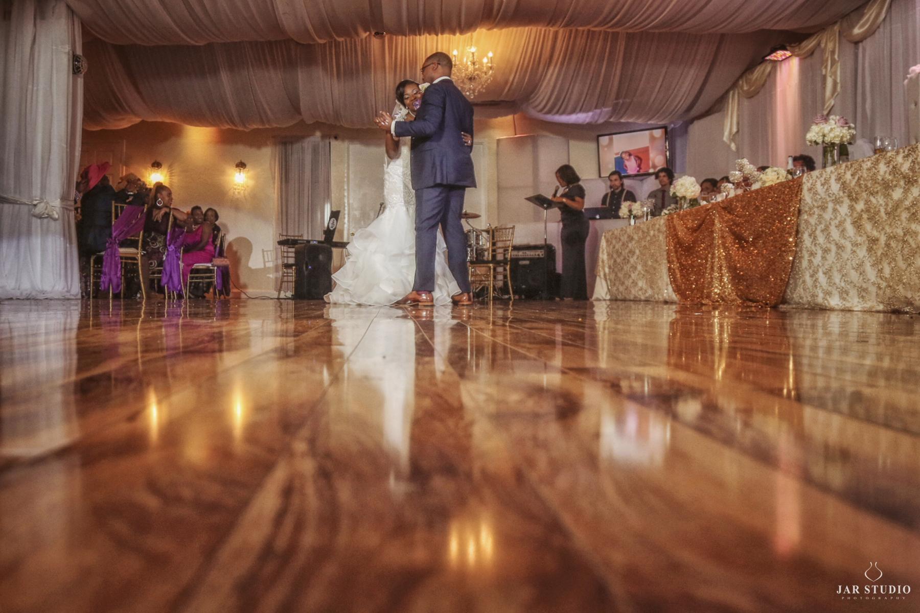 37-first-dance-Imperial Design Hall -jarstudio-wedding-photographer.JPG