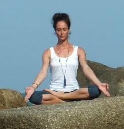 Bridechilla Club - Nanou guest post desk yoga