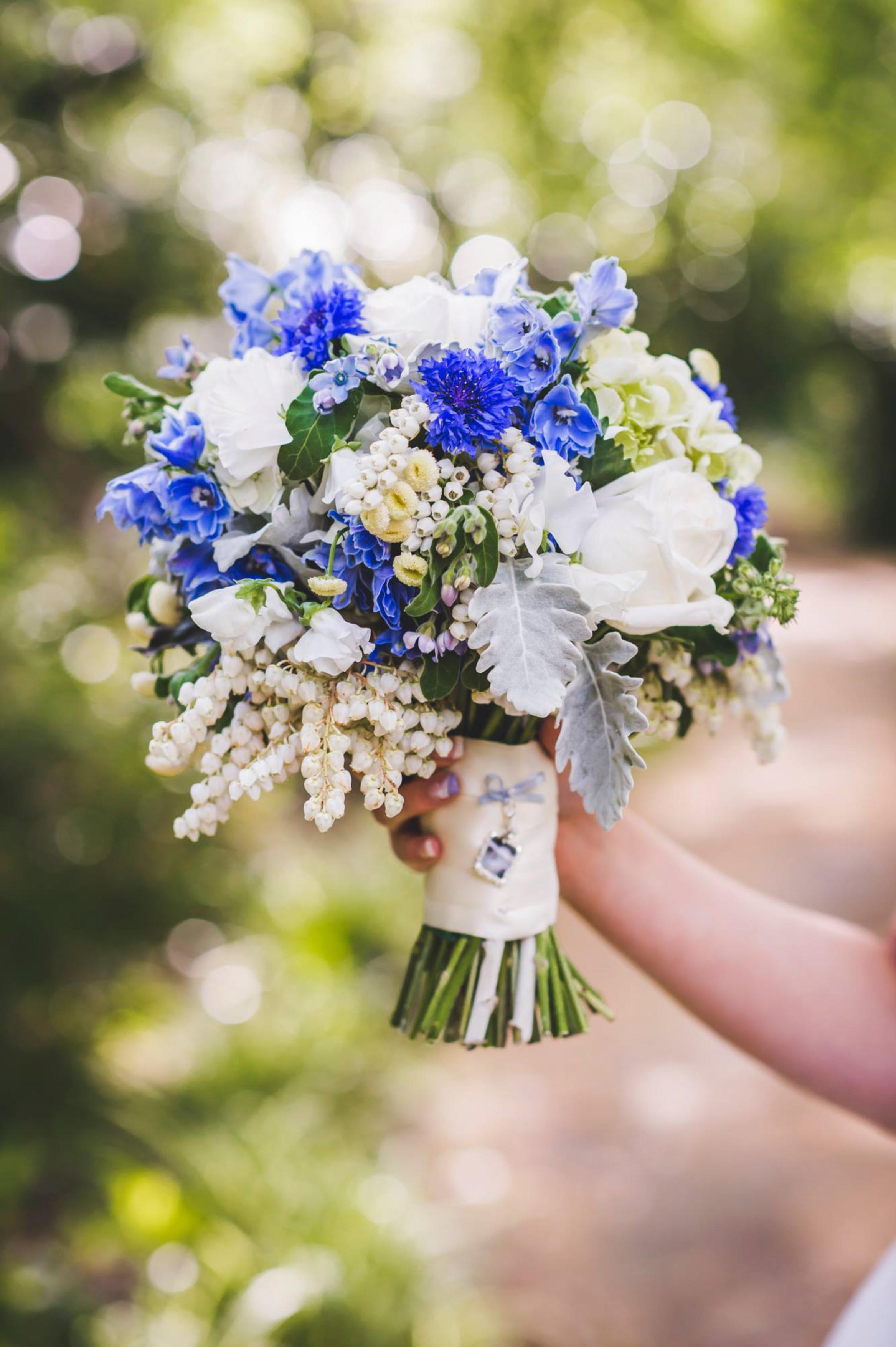 Round textured wedding bouquet - Unbridely