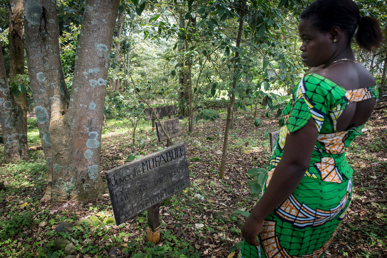 After church services, the rangers have the rest of the day off to listen to music and roam around the park. Francine visits the gorilla cemetery.