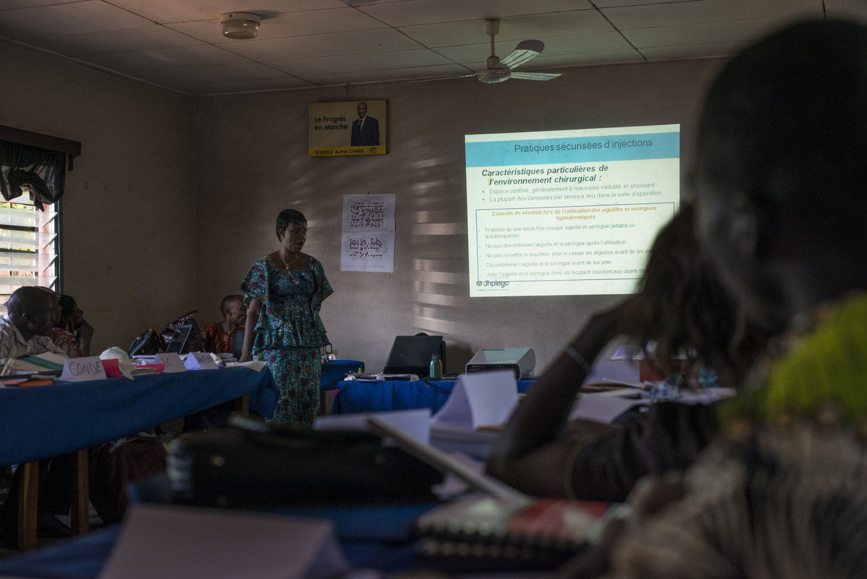 Dr. Kadiatou Traore leads a session in Faranah, Guinea on November 17th, 2015.