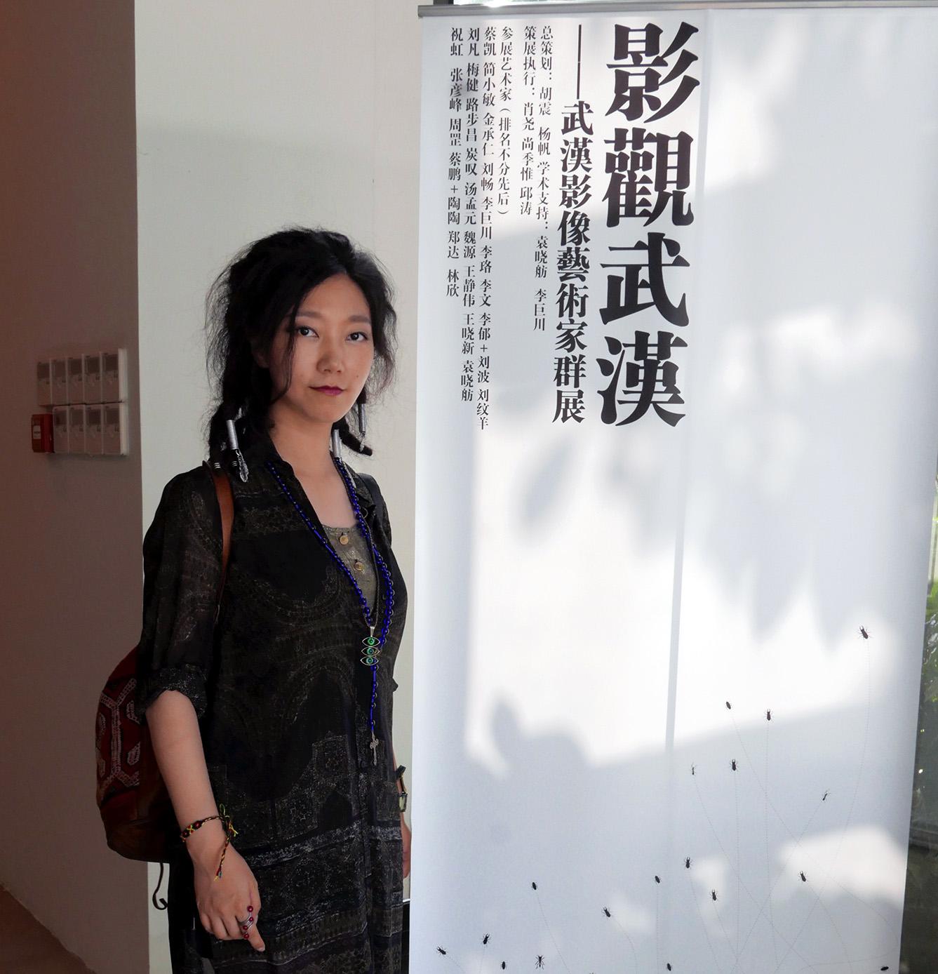"""炭叹在7月武汉K11艺术村举行的""""影观武汉""""巡展上"""
