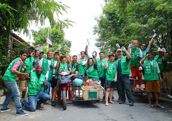 Collecting trash with the Trash Pickers Association at the  Zero Baht Shop  | Bangkok, Thailand