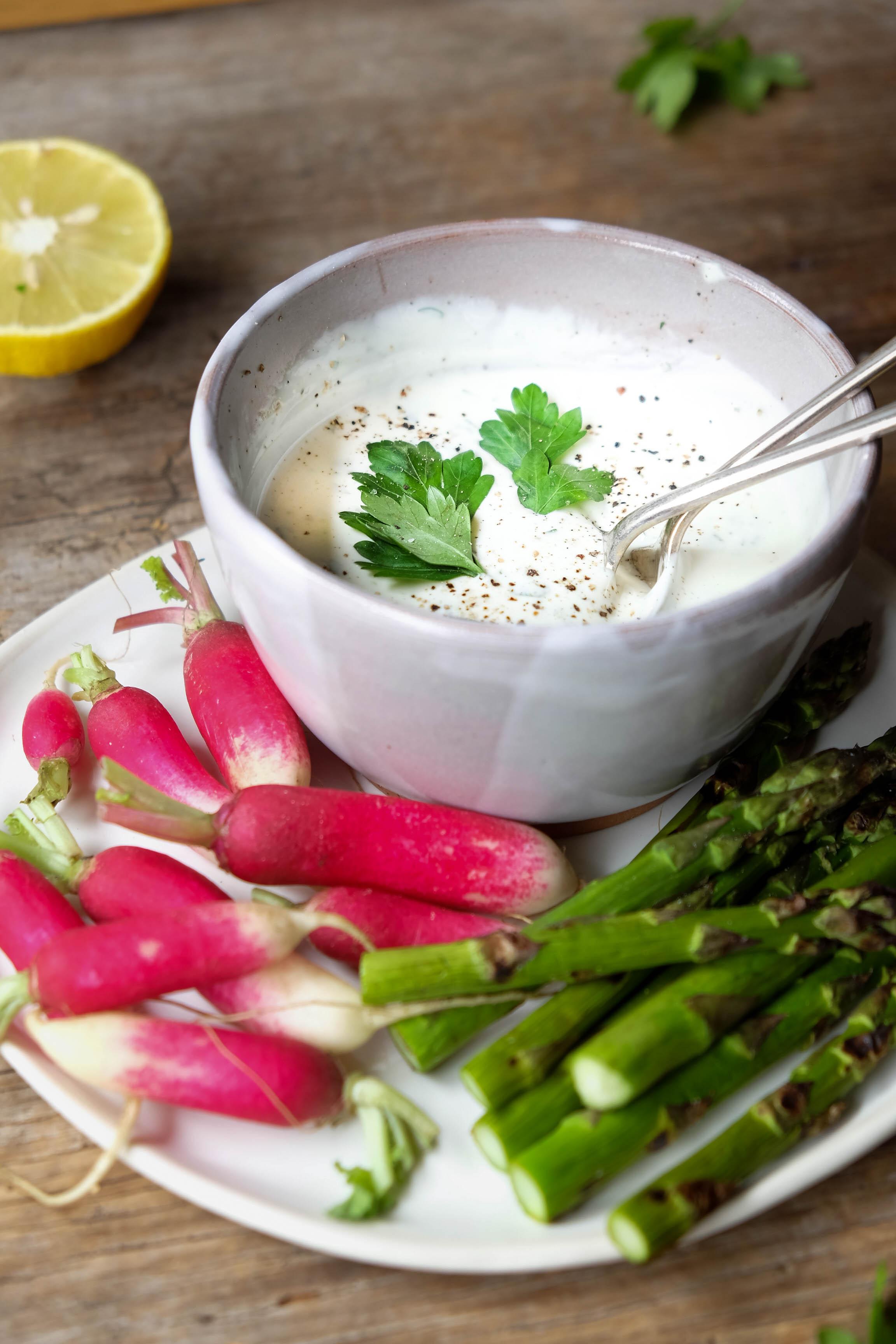 Healthy yoghurt dip