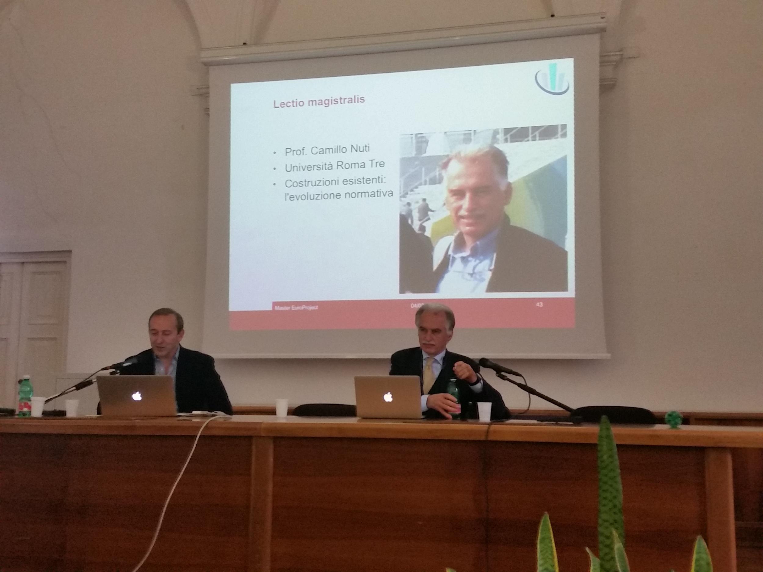 Il prof. Giorgio Monti introduce la Lectio Magistralis del prof. Camillo Nuti.