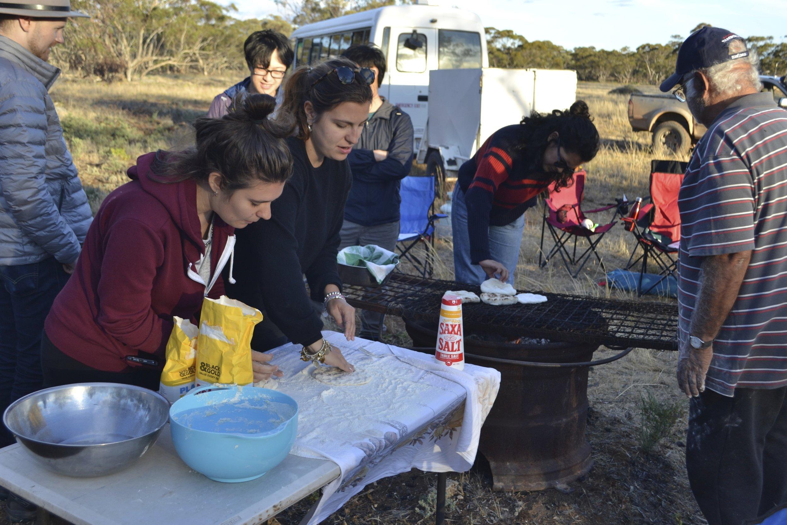Students making nhikki manhu (credit: Jock Gilbert)