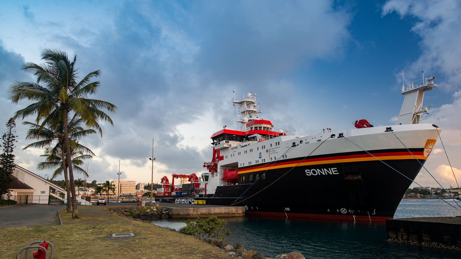 RV Sonne in the harbour of Nouméa, New Caledonia prior to SO253.