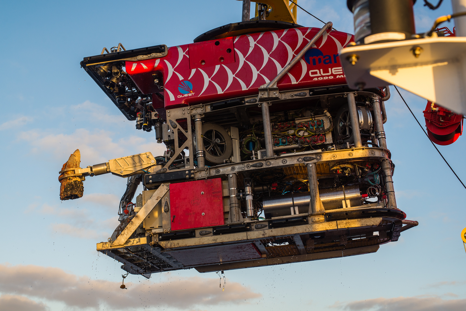 """The ROV bringing a large chimney piece with its left """"hand""""."""