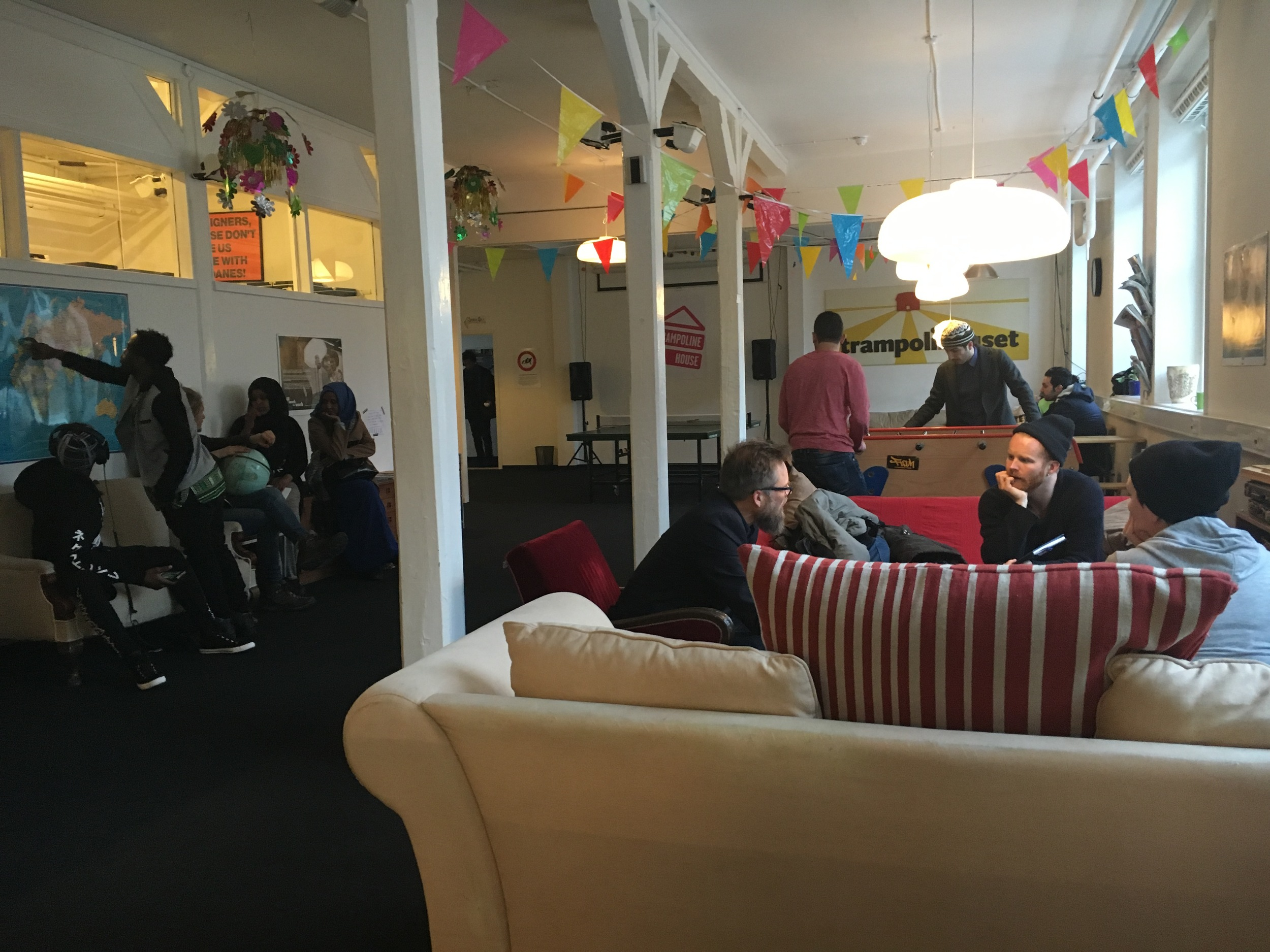 Trampolinhuset danner ramme om et konglomerat af aktiviteter, lige fra uformelle kaffemøder til undervisning, og juridisk bistand.