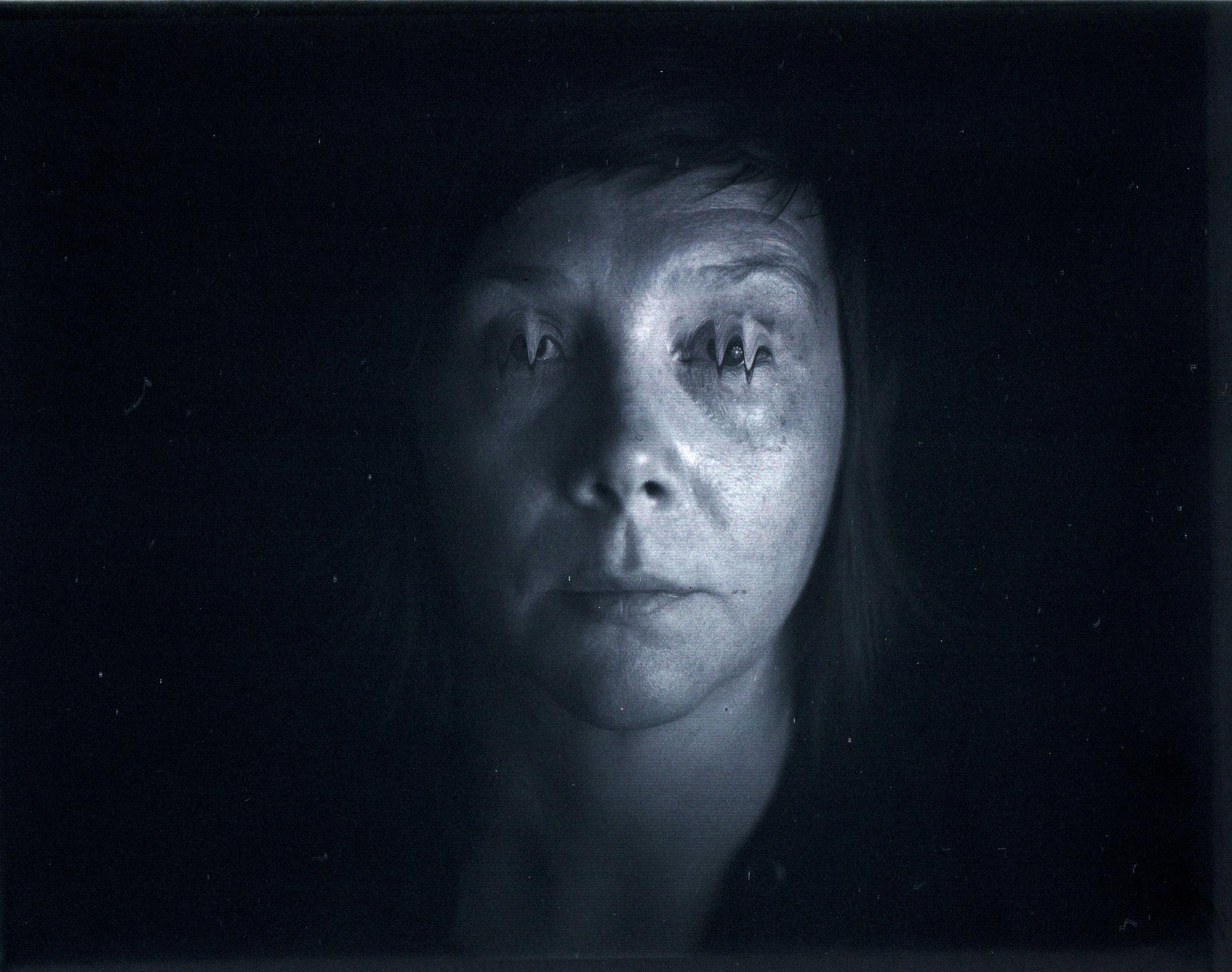 Erin Harper Vernon, Studio test for Scanera with slow blinking - Document scanner for 4x5