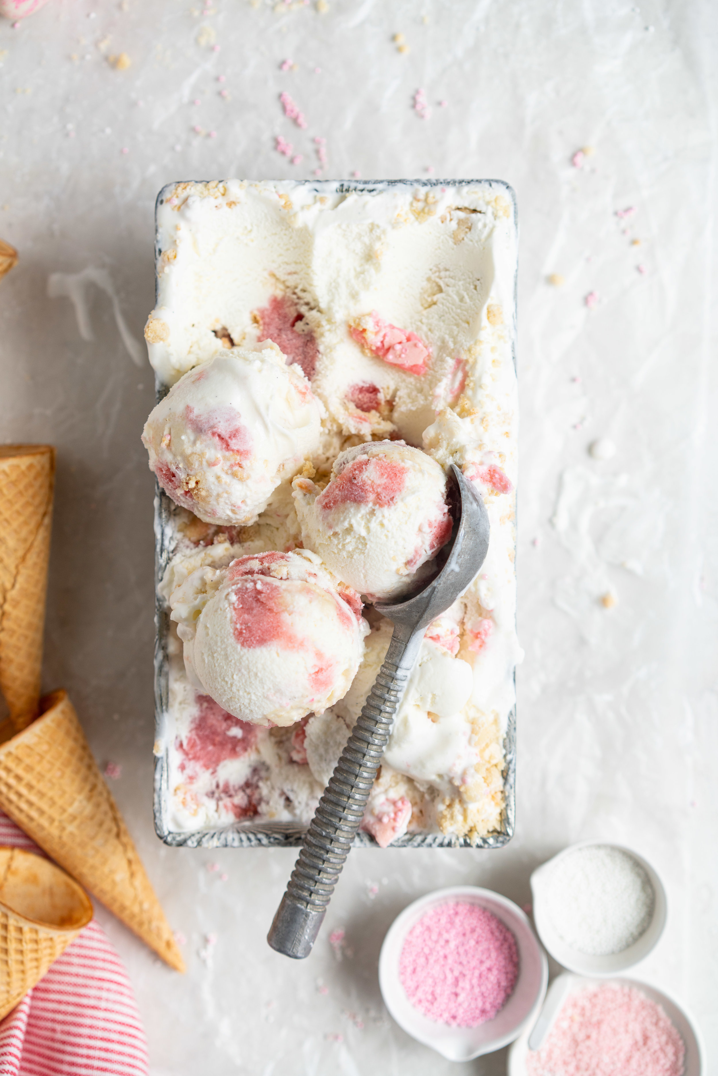 Strawberry shortcake macaron ice cream - the makings of strawberry shortcake macarons are layered up in a creamy philadelphia style ice cream base and frozen up into the perfect treat #philadelphiastyle #icecream #macaronicecream