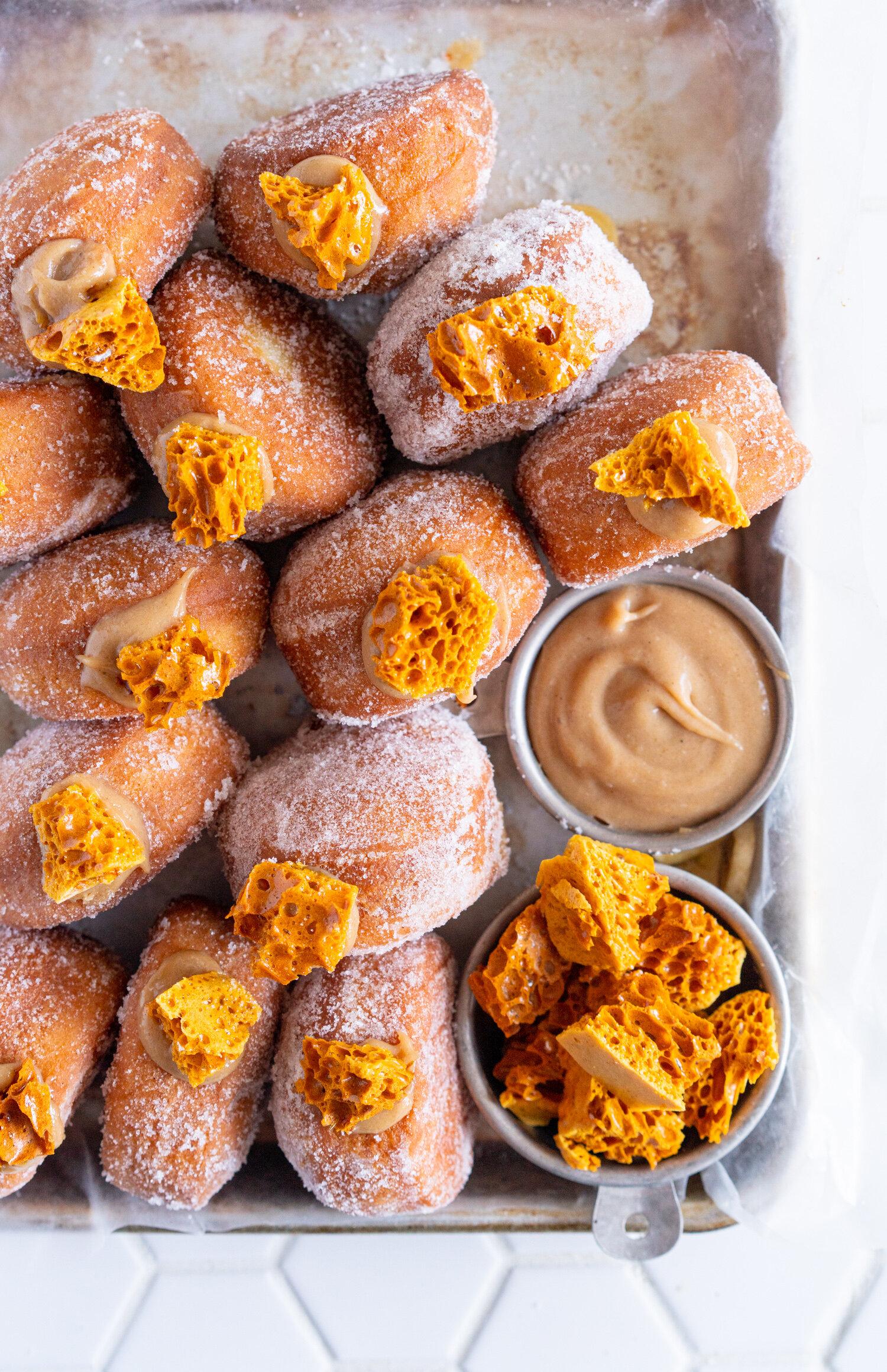 Banoffee Doughnuts - Brioche Doughnuts with Banana Salted Caramel Ganache and Honeycomb #banoffee #doughnuts #briochedoughnuts