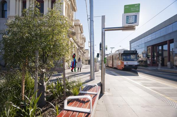 High street Northcote tram stop