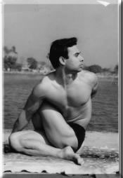 Sohot-Bikram-Hot-Yoga-London-Spine-Twist