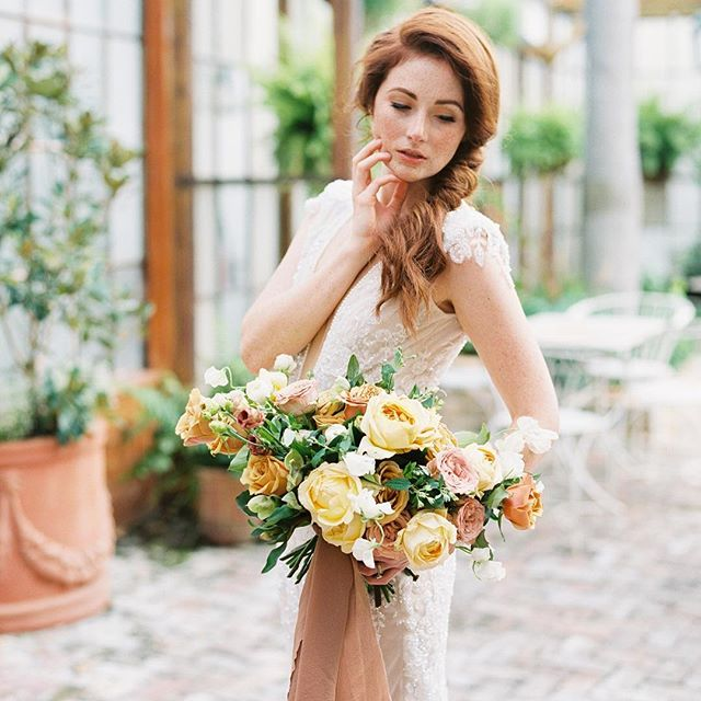Excited to see our Nola shoot and all our paper details featured on @thebridaltheory today! Tap for full vendor team! 💕💕 #nolalove @gritandgoldeventco @shannons_photo @meaganbechtel @abigailhubley