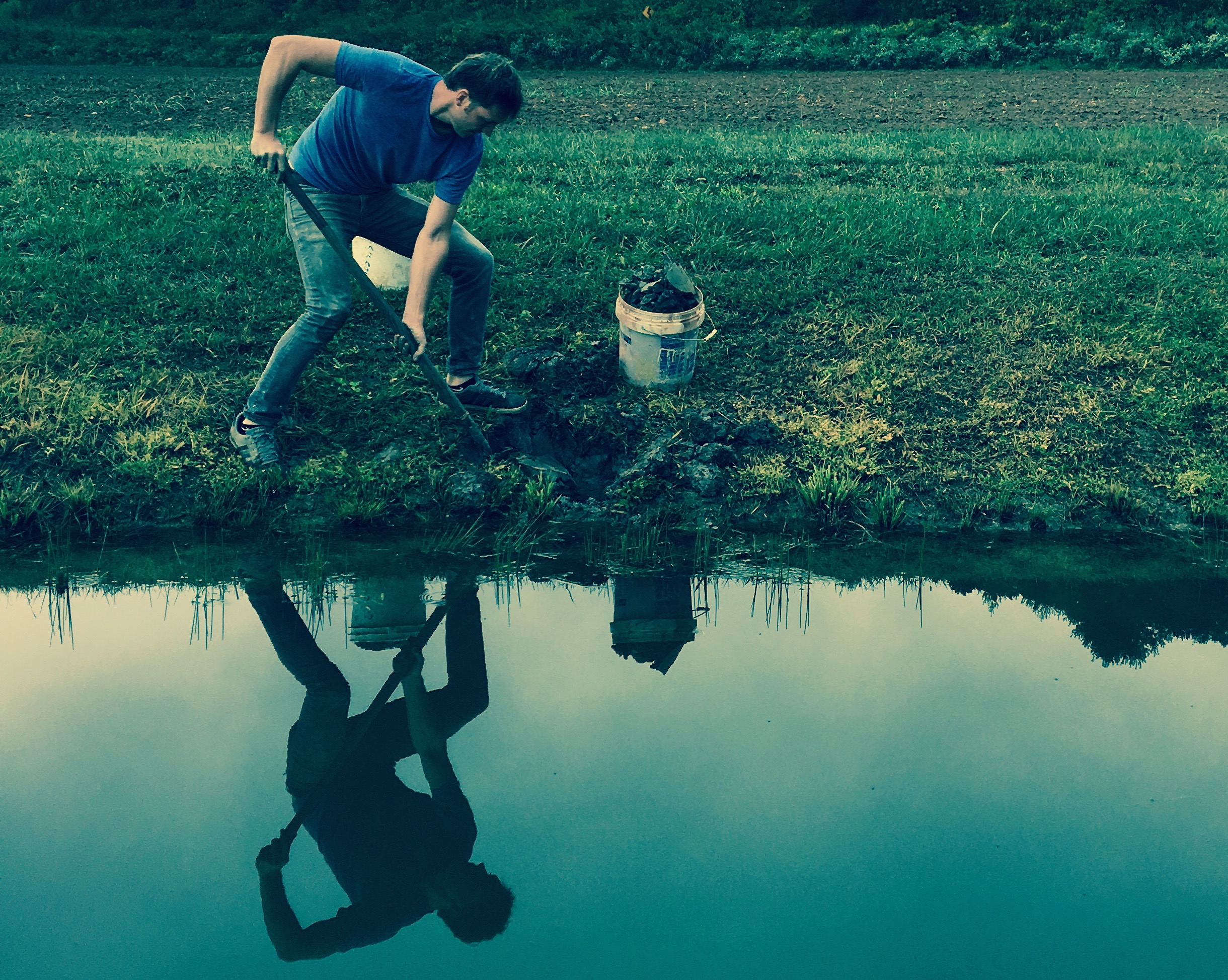 """Josh Copus digs for """"wild clay"""" in the fields outside Marshall, North Carolina. (Photo by Andrew Evans)"""