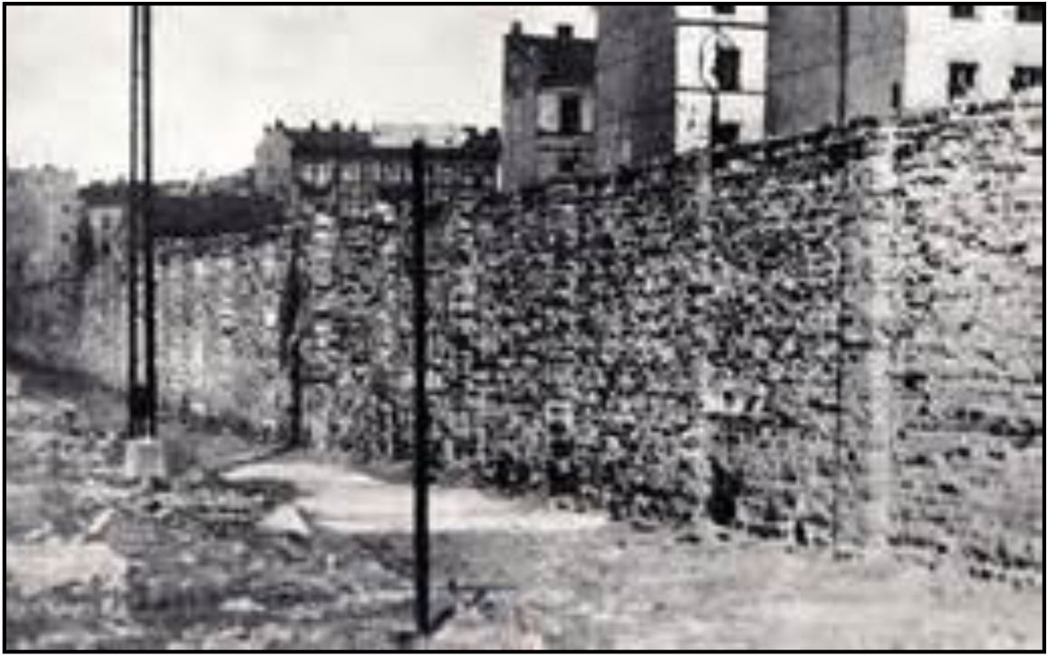 Outside the wall, Warsaw Ghetto