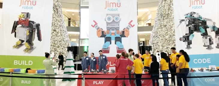 JIMU ROBOTS   We created curated events in malls across the nation promoting the new kids toy, the JIMU Robot.  Encouraging 8-11 year olds to build, code, and play, our holiday season retail experience highlighted the JIMU brand and made it a fun experience for families.