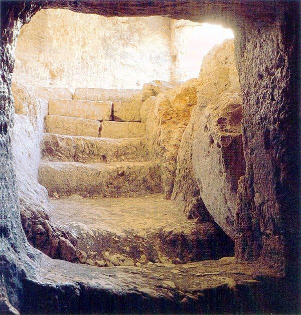 Empty-tomb-of-Jesus-Picture.jpg