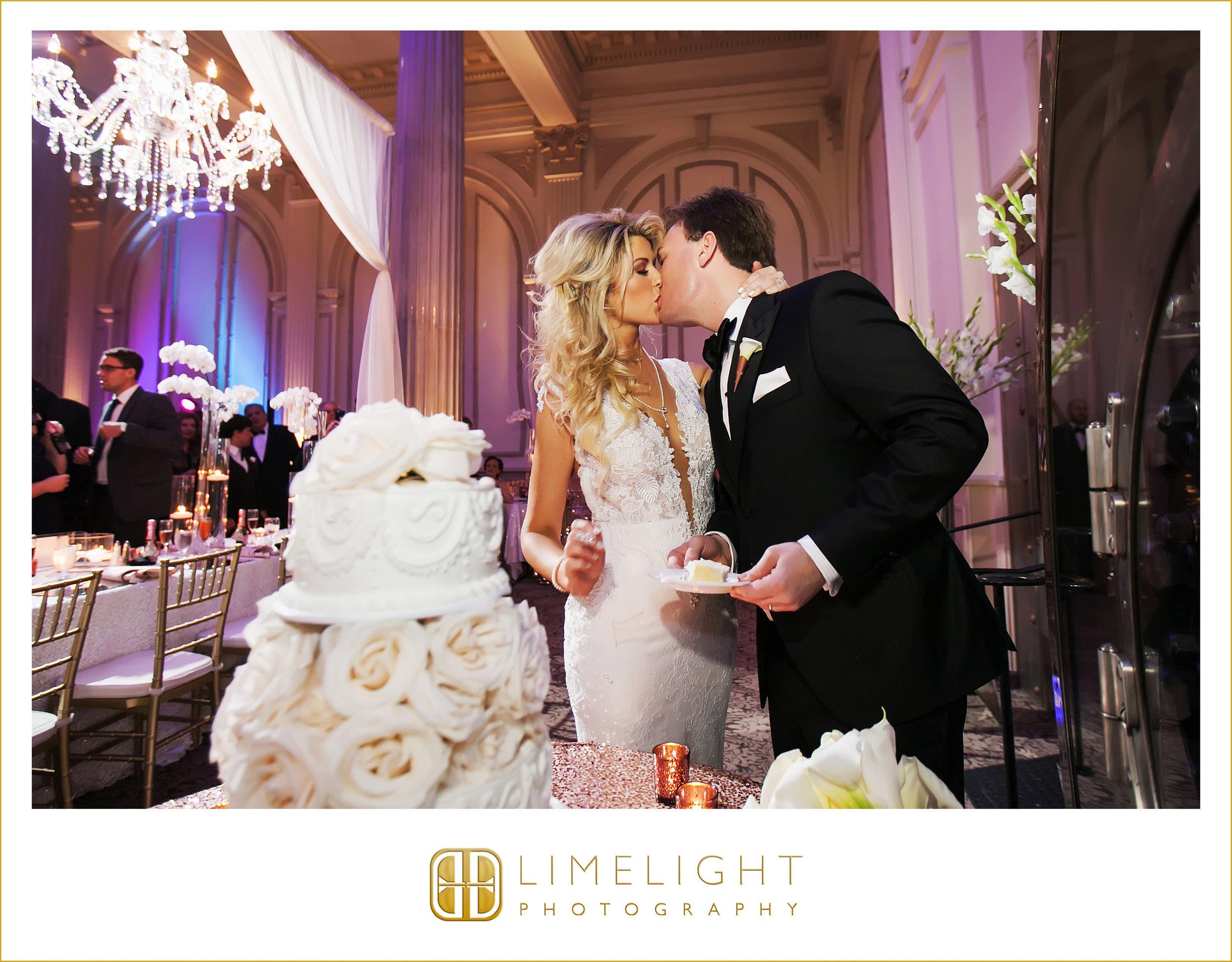 Cake | Kiss | Wedding