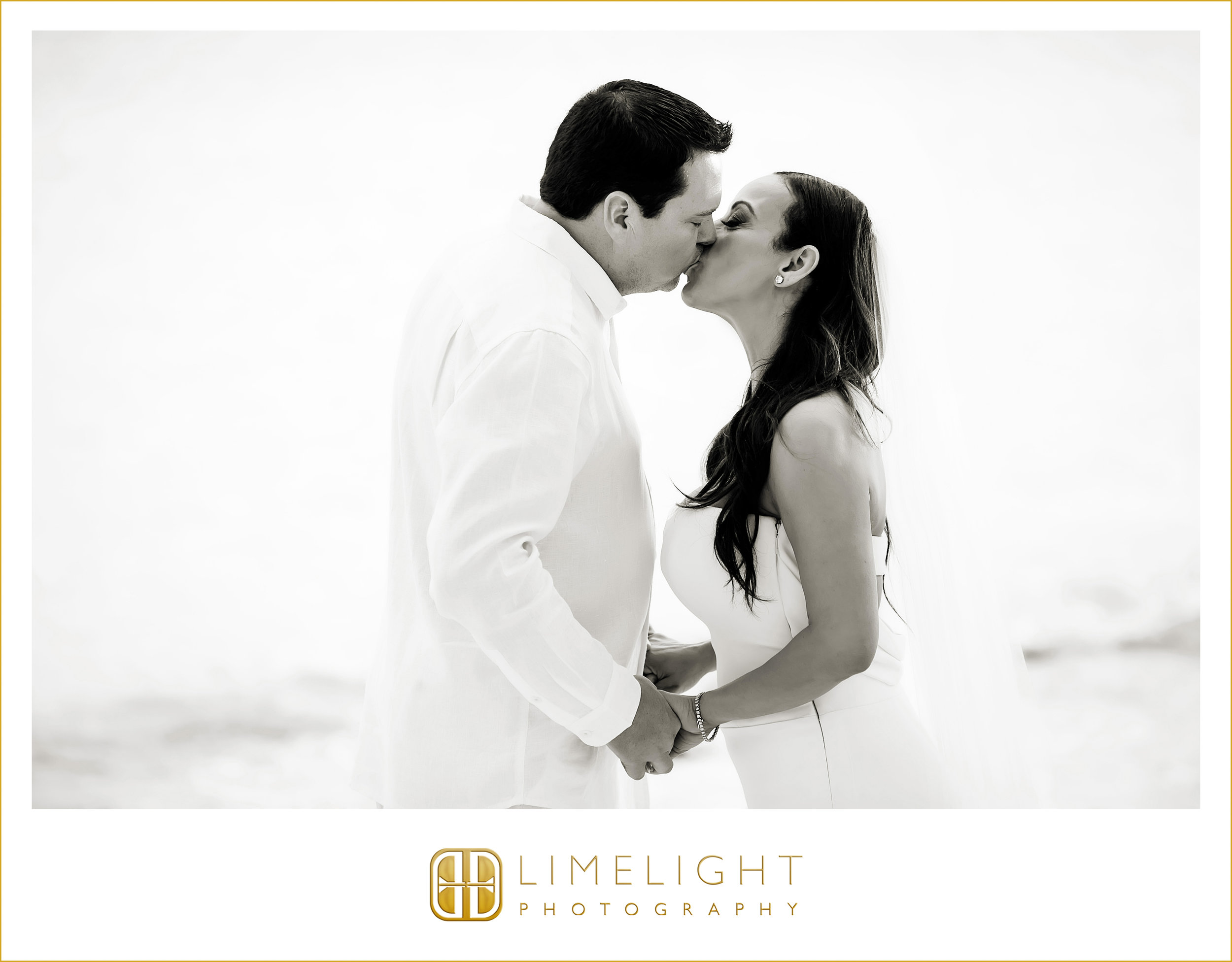 Kiss | Beach | Wedding