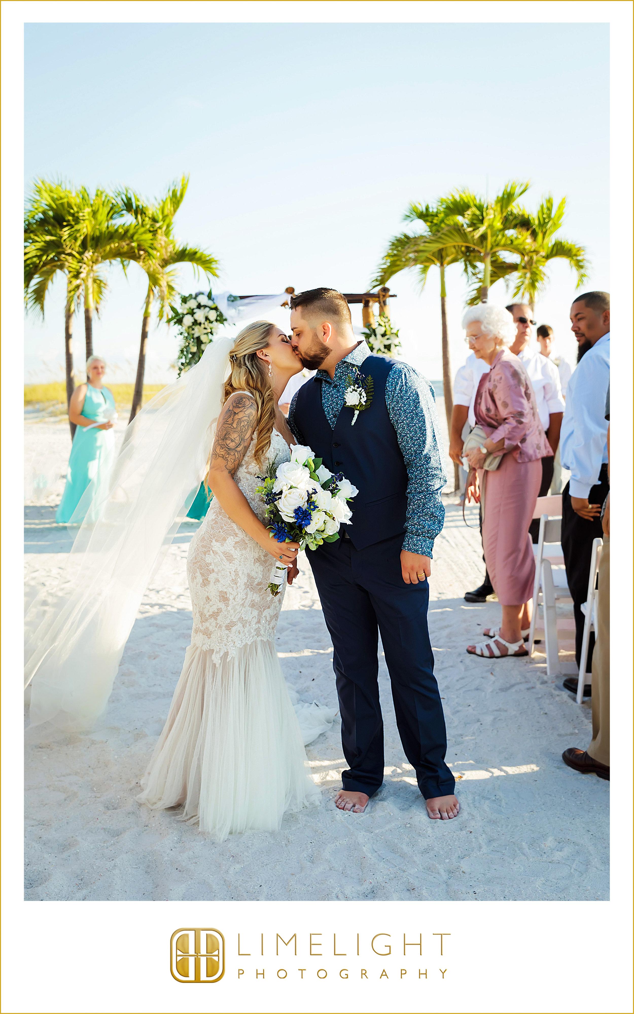 Mr. & Mrs. | Portraits | Wedding