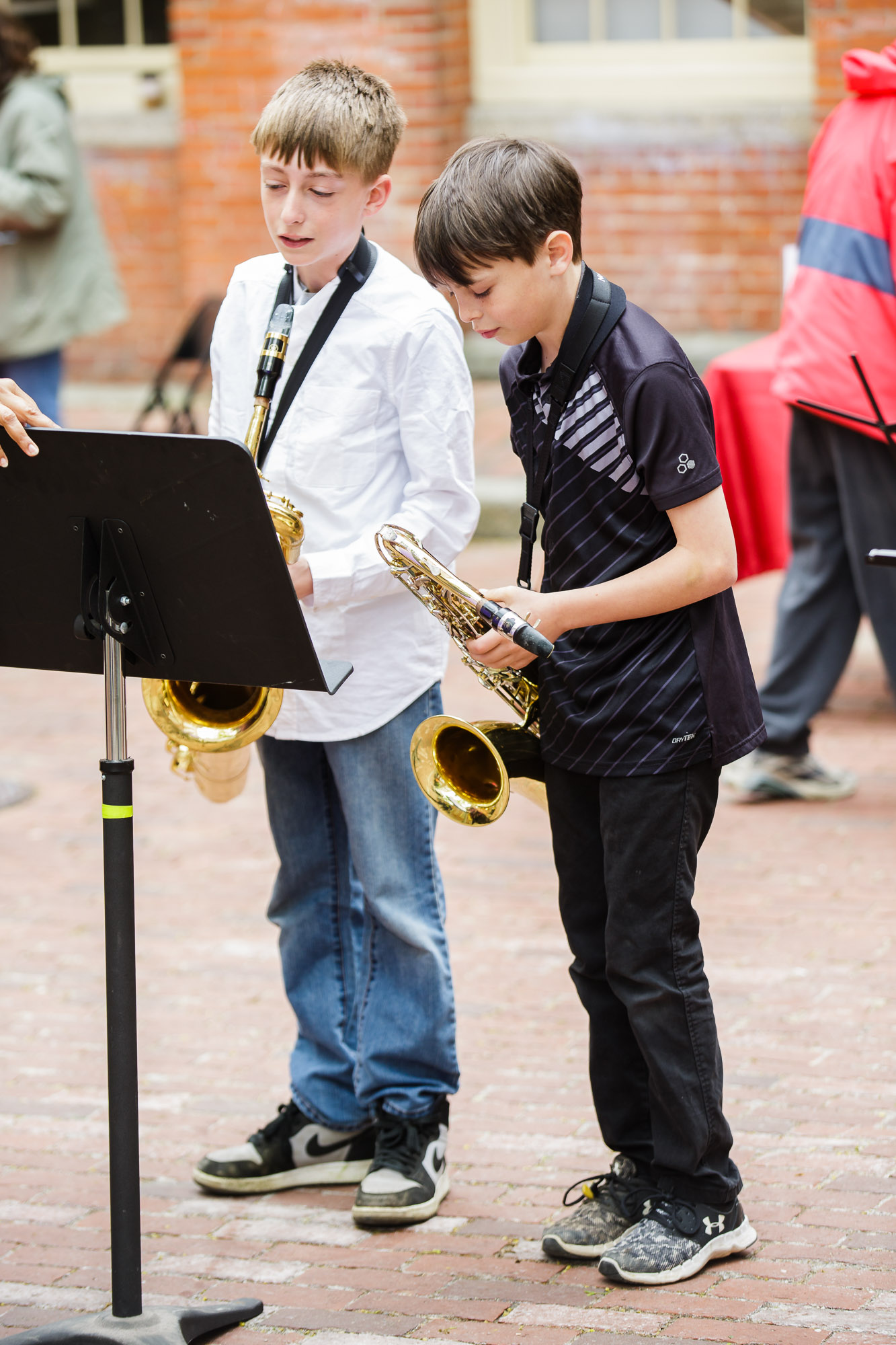 Jazz Trio performs in front of Old Town Hall