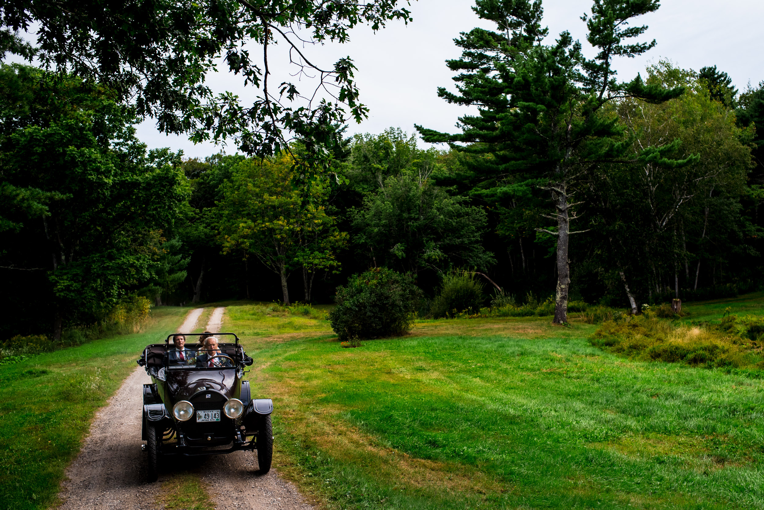 maine wedding photography_bride and groom portraits_vinatage car-55.jpg