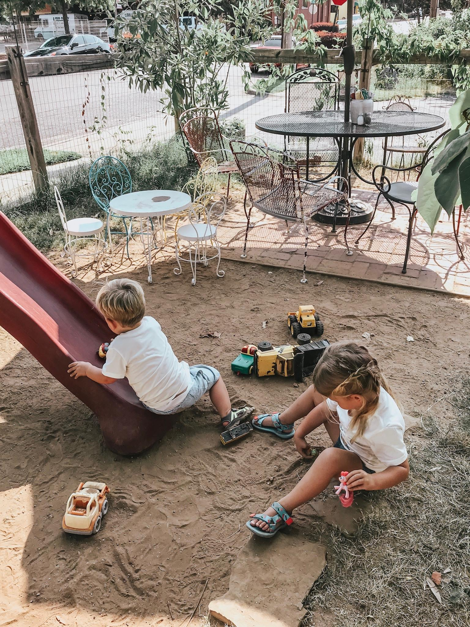 The root has this great playgroind with toys and delicious food!