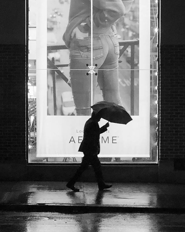 Busy Stranger @nyc #shotoniphone . . . . . . . #streetphotography #snow #rainning #umbrella #walking #busystranger #friday #newyork #manhattan #blackandwhite #bnw #monochrome #instablackandwhite #monoart #insta_bw #bnw_society #bw_lover #bw_photooftheday #photooftheday #bw #instagood #bw_society #bw_crew #friday #fridaynight