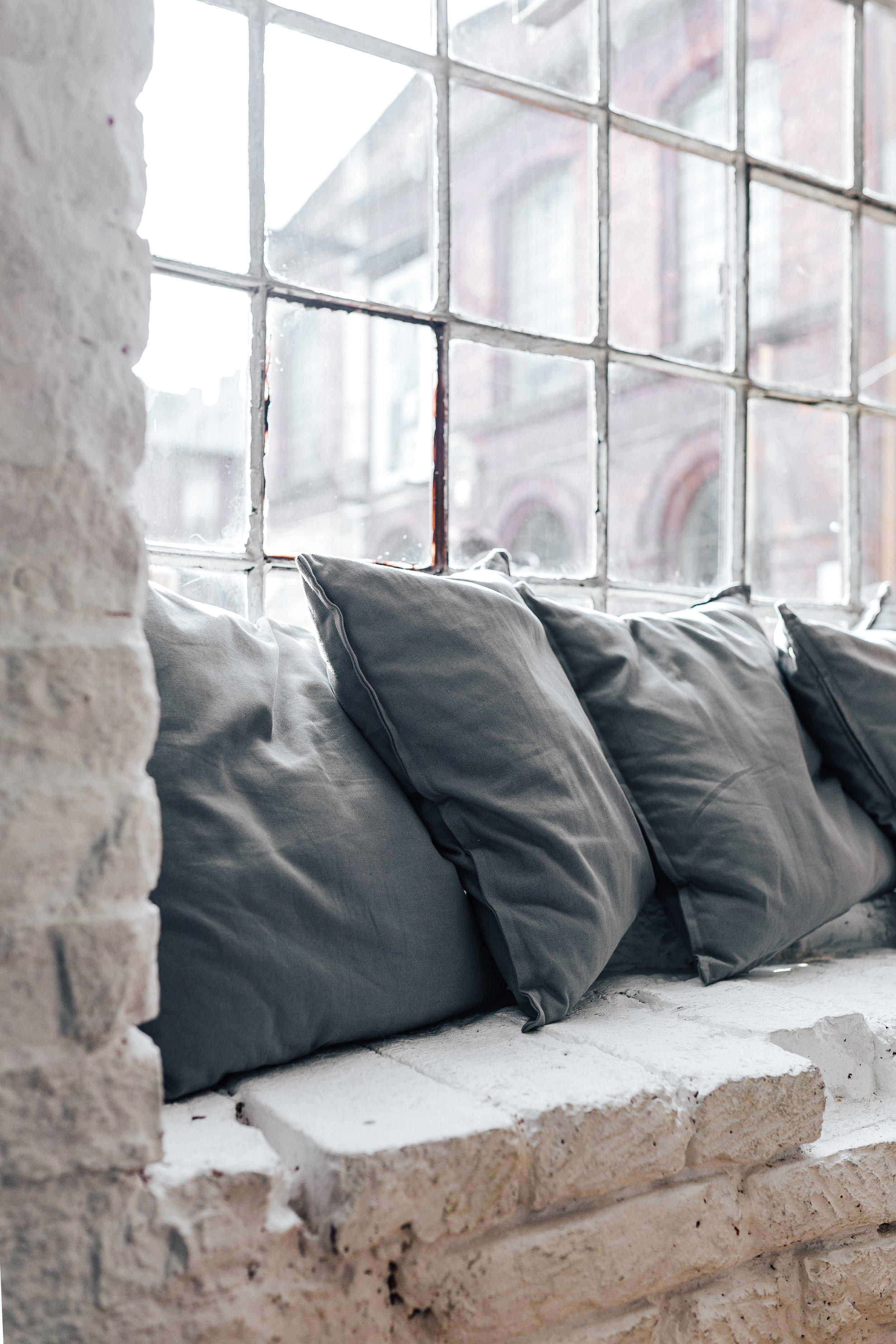 kaboompics_Pillows by the window.jpg