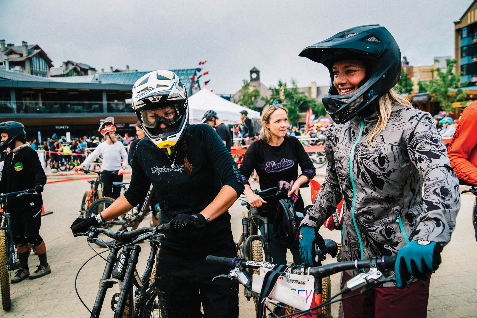 Freehub Magazine : On the Front lines of Women's Freeride