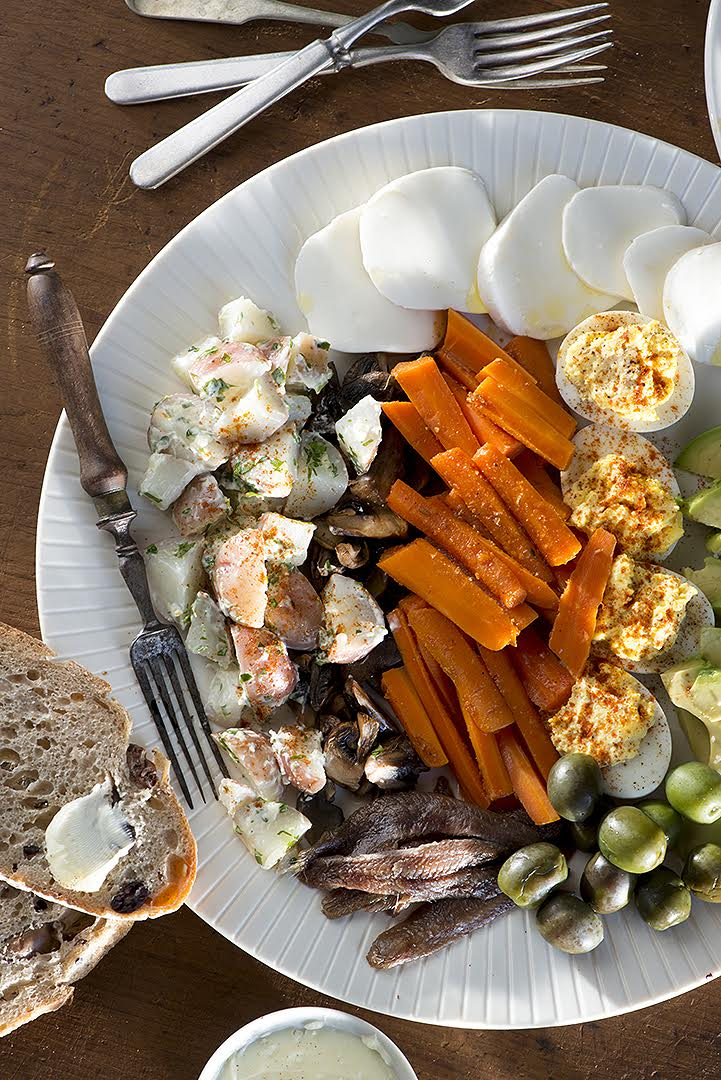 Salade Composé  made after my refrigerator foraging. Never the same, always delicious.  Photo by   Ann Cutting .