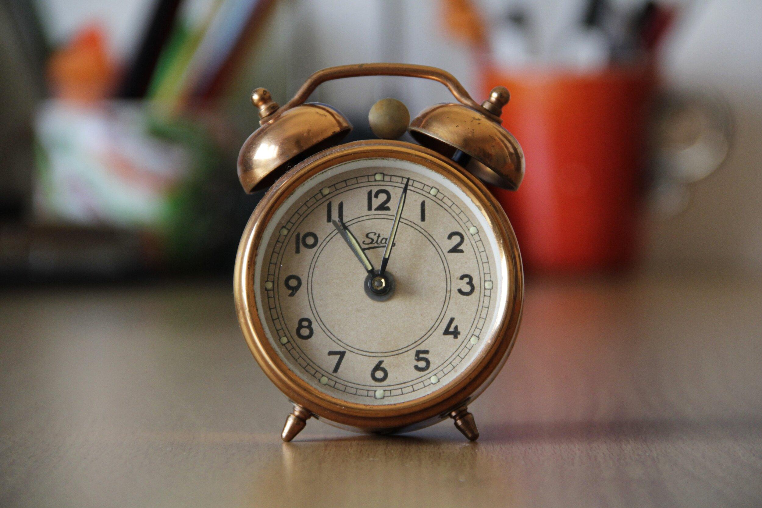 alarm-alarm-clock-antique-210528.jpg