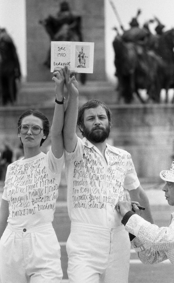 György Galántai: Homage to Vera Mukhina, Perfornace at Heroes´ Square in Budapest with Julia Klaniczay and G. A. Cavellini, 1980