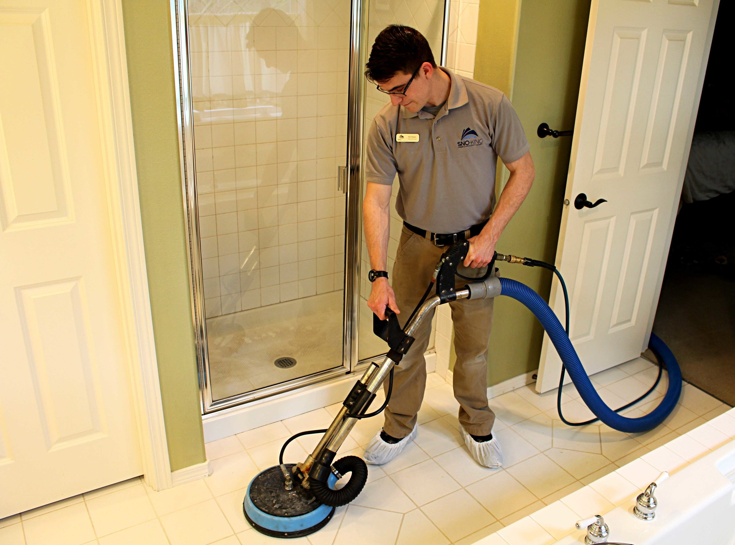 Professional tile cleaning bathroom floor